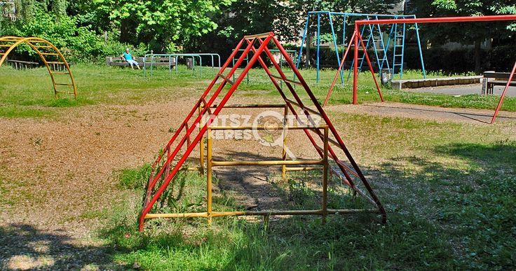 Régi/retro játszótér :) vasmászókák, régi játékok