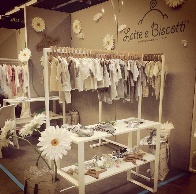 Latte e Biscotti goes monochromatic #visualmerchandising #kidsclothes #tradeshow