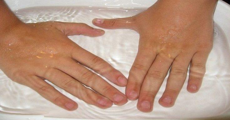 Sužují vás bolesti kloubů prstů, zápěstí a běžné léky zabírají jen dočasně? Tak neváhejte vyzkoušet tuto léčivou domácí koupel.