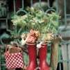 Des bottes en caoutchouc transformées en vase - Marie Claire Idées