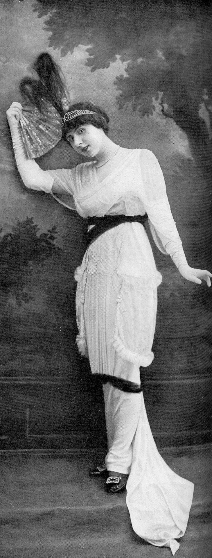 Juliette Rudy in dress by Buzenet, Les Modes August 1913. Photo by Talbot.