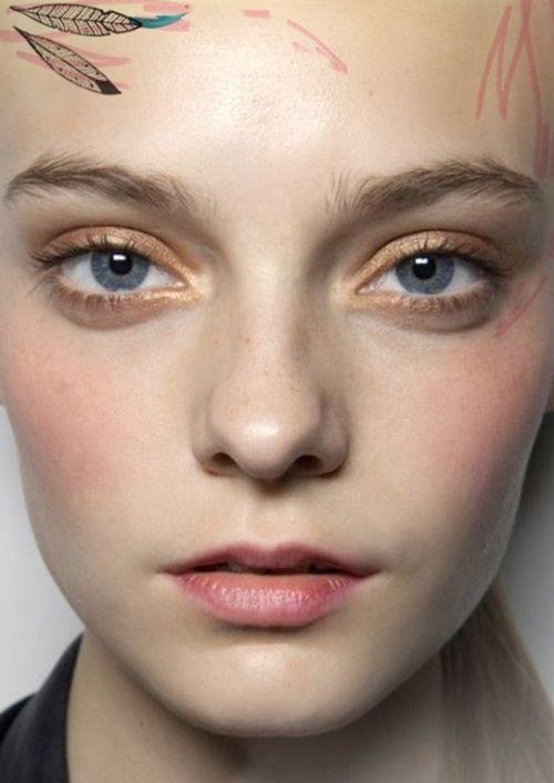 Makeup: Go GOLD  http://blog.freepeople.com/2012/04/makeup-monday-gold/: Natural Beautiful, Summer Makeup, Dark Eye, Eye Shadows, Gold Makeup, Makeup Looks, Gold Eyeliner, Gold Eye Makeup, Gold Eyeshadows