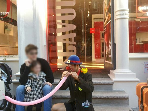 A funny clown in front of Scavolini Soho Gallery   kids having a nice time   #EnjoyYourself