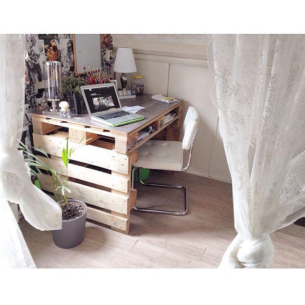 Zelfgemaakt bureau. Een rustige werkplek creeer je zelf !