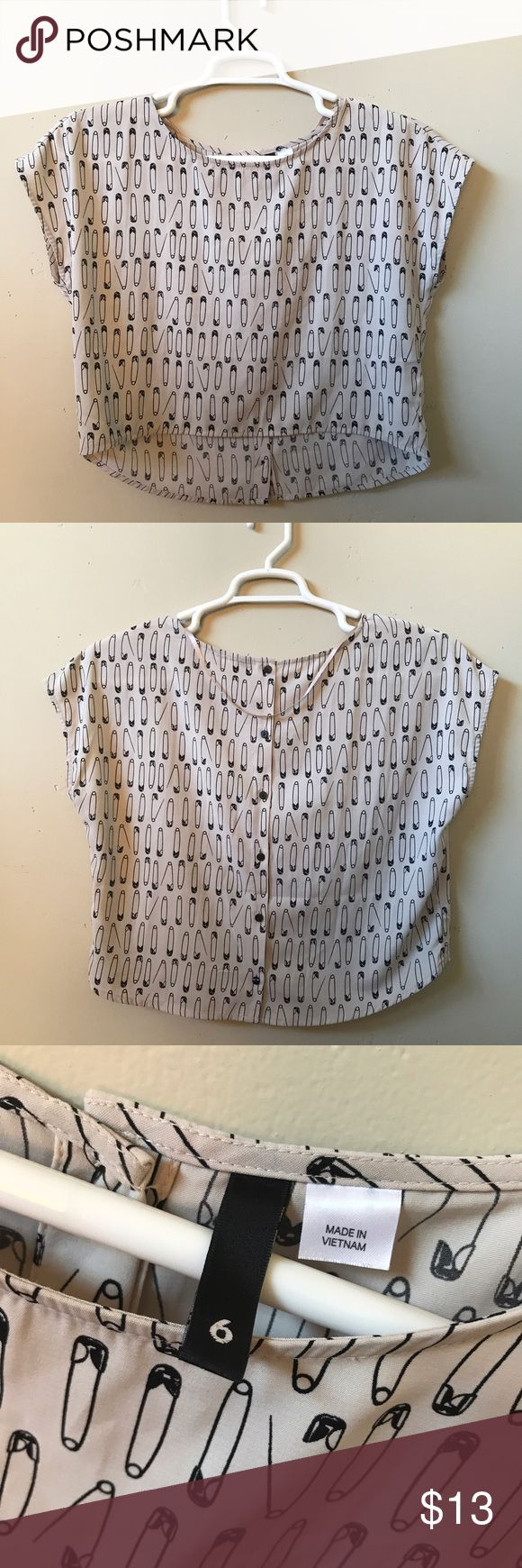 Cropped Paperclip H&M Top A cute beige crop top with a black paperclip pattern, and buttons running down the back. This was very loved, but is still in great condition. Perfect for summer, size 6! H&M Tops Crop Tops