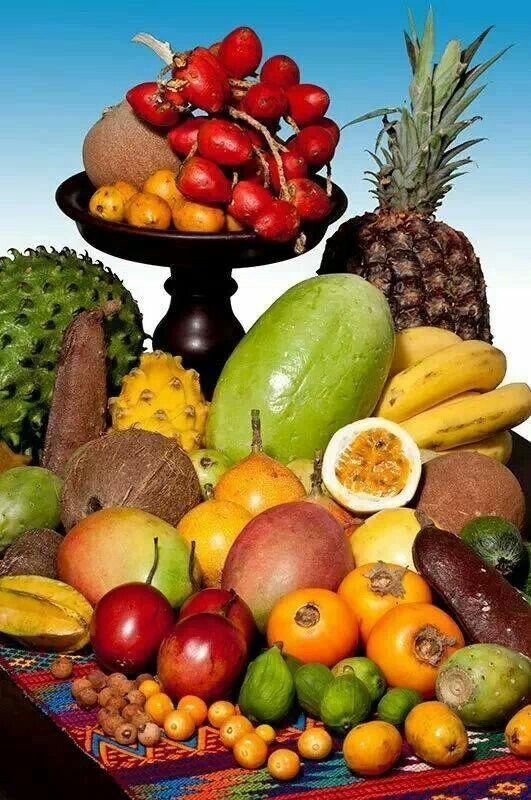 Variedad de frutas tropicales de Colombia