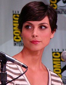 Morena Baccarin was born in Rio de Janeiro.[1] Her mother is actress Vera Setta, and her father is journalist Fernando Baccarin.[2][3] When she was seven years old, she moved with her family to Greenwich Village, New York, as her father was transferred to work as an editor at Globo TV's headquarters.