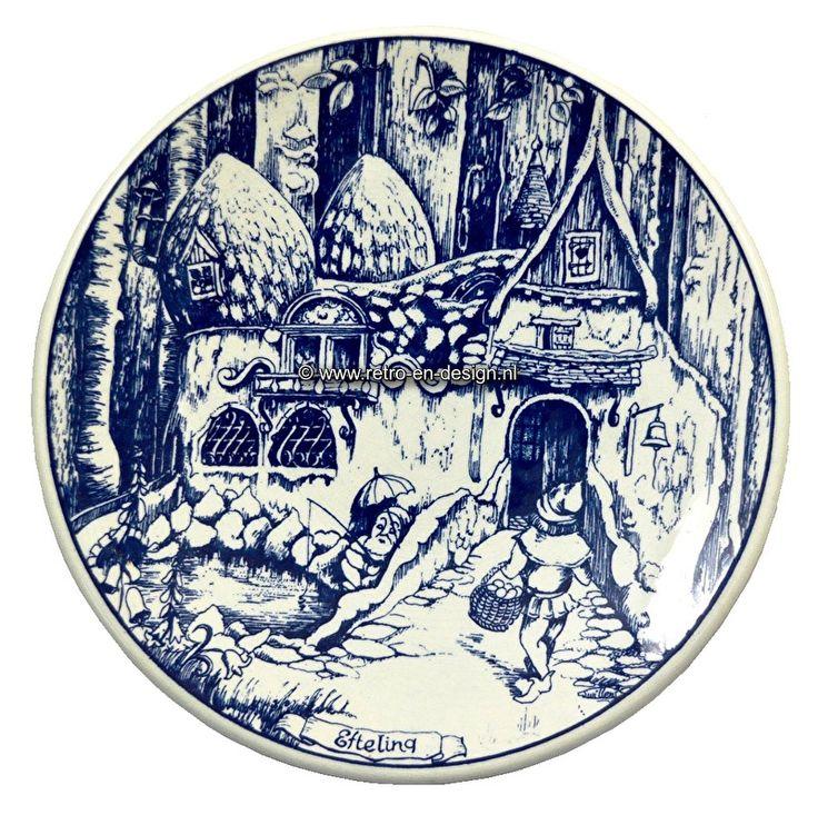 Bord Delfts Blauw Aardewerk.  Efteling, Het Kabouterhuis  Bord gemaakt van Delfts Blauw aardewerk. Gemerkt aan de achterzijde: Delfts Blauw Chemkefa Made in Holland.  Diameter: 23 cm. zie: http://www.retro-en-design.nl/a-43327328/aardewerk/bord-delfts-blauw-aardewerk-efteling-het-kabouterhuis/