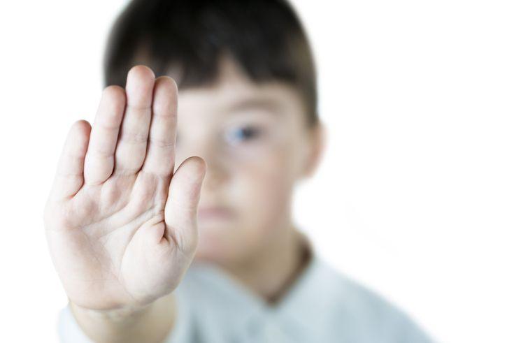 Para evitar el acoso escolar o bullying _ En este folleto creado por Scott Ross, M.S., Rob Hernoer, Ph.D., & Bruce Siller Ph.D, se comparten 9 lecciones para ayudar a la erradicación del bullying o acoso agresivo en las escuelas, gracias al PBS, o método de disciplina de comportamiento positivo.