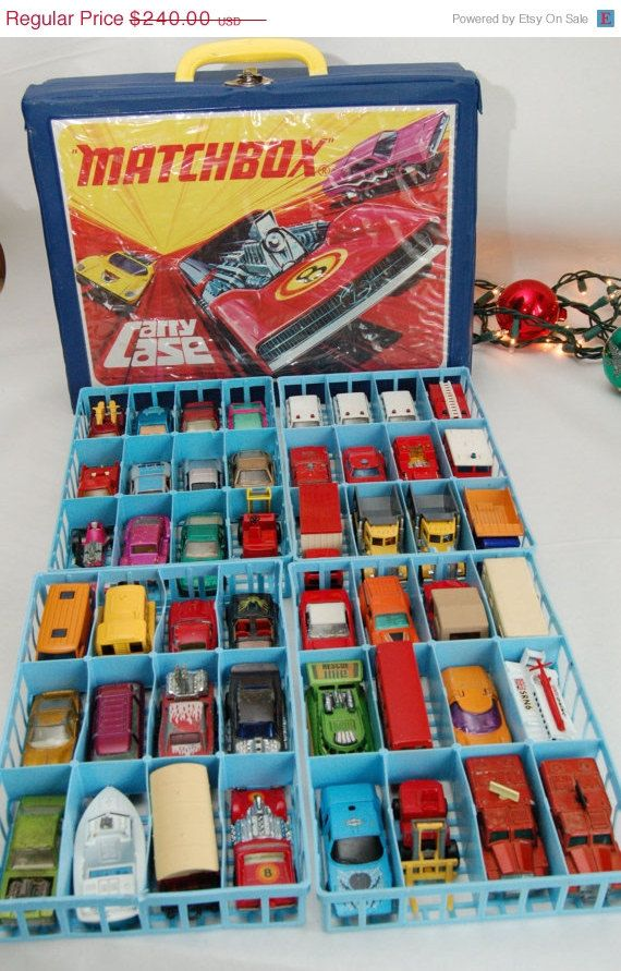 Vintage MATCHBOX Lesney Superfast toy cars, trucks, & boats with carry-case