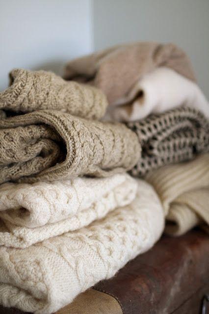 Conseils d'entretien de la laine naturelle, prendre soin de vos foulards et écharpe composés de laine et les stocker en saison d'été pour l'hiver.