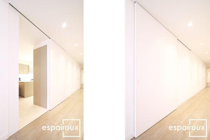 Puerta corredera de la cocina. Reforma de un piso en el ensanche de Barcelona.