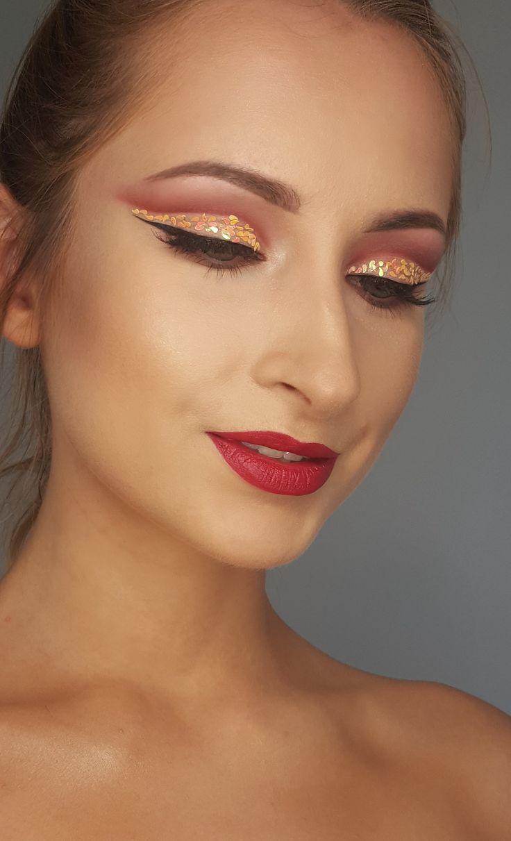 blink blink eyes  cut crease modern makeup