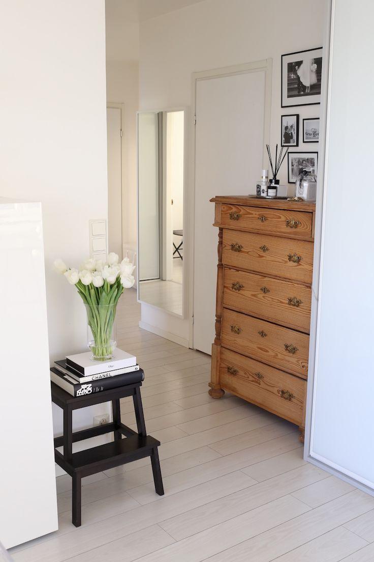 Homevialaura | Entry | Hallway | Organizing | Inaria-liukuovikaapisto