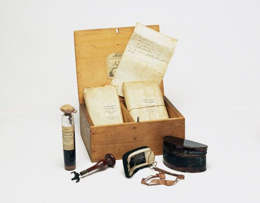 A medicine chest for cholera, English, 1849-1900 |