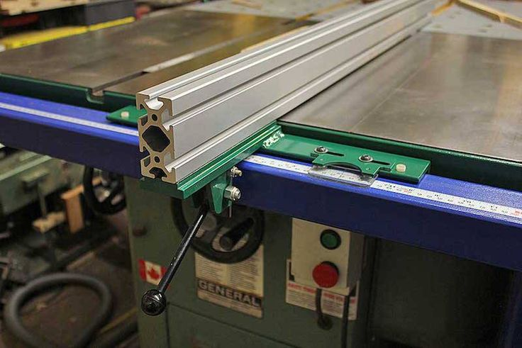 What is the best after market table saw fence you can buy in 2017? WE ANSWER THAT AND A WHOLE LOT MORE IN THIS TOP 5 REVIEW ROUND UP.
