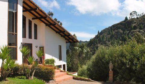 Colombia, Bogota, La Calera. Esta bellisima casa ubicada a las afueras de Bogotá cuenta con un área construida de 320 mt2, que hace parte de un lote de 1.671 mt2.  http://www.colombiaexclusive.com/inmobiliaria/larenta.php?idrenta=445#!prettyPhoto