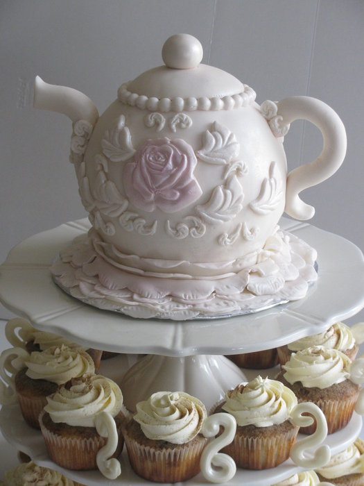 Tea Pot cake with Cupcakes!! I'm making this for my birthday! Wish I didn't have to wait till November!