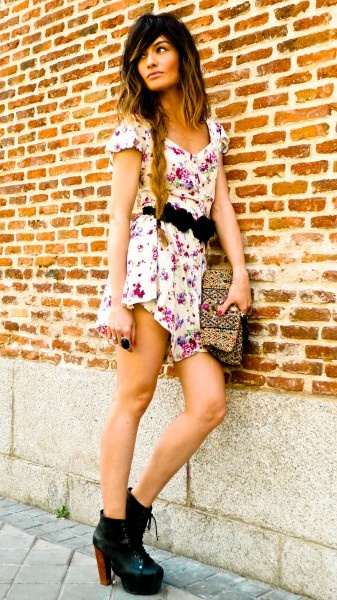 JUMPER,BOTINES, PURSEFloral Rompers, Ankle Booty, Style, Clothing, Fashion Outfits, Madame De Rosas, The Dresses, Floral Dresses, Flower Pattern