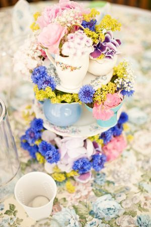 *: Teacups Wedding Cake, Gardens Teas Parties, Teas Cups, Flower Stands, Cupcake Stands Cute Vintage, Tables Centerpieces, Gardens Parties, Wedding Cake Tea Cup, Cupcakes Stands