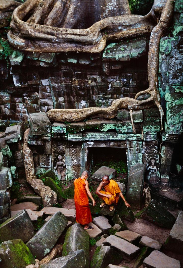 A stream of photographs taken in Cambodia by Steve McCurry. Many of them display the Angkor temples still inhabited today by Buddhist monks just as their ancestors did during the height of the Khmer empire (from the 9th to the 13th centuries)