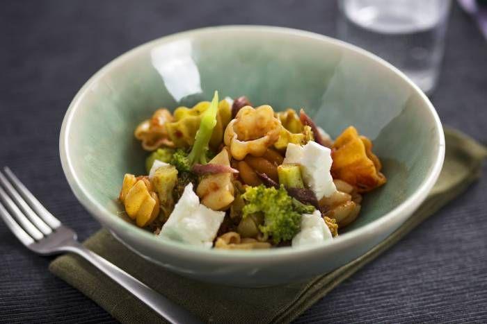 Orecchiette con feta, broccoli e acciughe #Star #ricette #orecchiette #feta #broccoli #acciughe #food #recipes