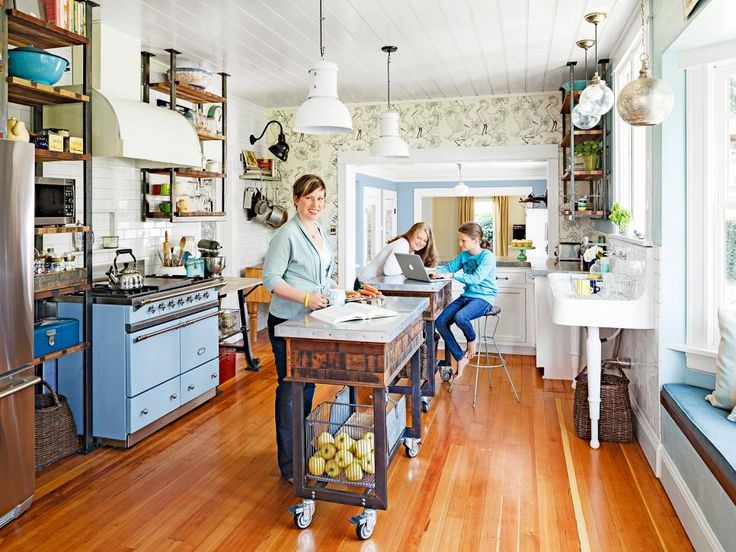 Quirky Cozinha Design Ideas para roubar Revista HGTV | Ideias & design com armários de cozinha, Ilhas, Backsplashes | HGTV