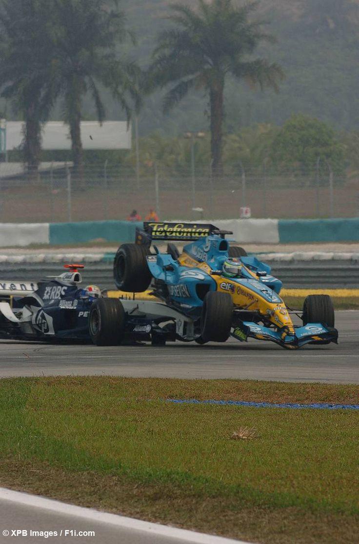 20.03.2005 Sepang, Malaysia - Mark Webber (BMW Williams F1Team) crashes in Giancarlo Fisichella (Mild Seven Renault F1 Team)!