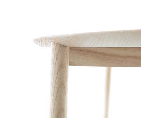 Doskonałe połączenie linii pionowych i poziomych w ekskluzywnym stole z kolekcji Mito.
