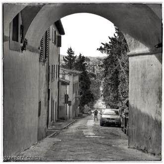 'Uliczka, Panzano, Włochy, 2010'  #contemporaryart #artoftheday #artgallery #arte #modernart #instaartist #interiordesign #digitalart #chianti #panzano #toskania #italy #tuscany #blackandwhite #blackandwhitephotography #monochrome #bw #photooftheday #picoftheday #art #black #bw_lover #bw_photooftheday #photography #igers #igersbnw #bnw_globe #photo #design #blackwhite
