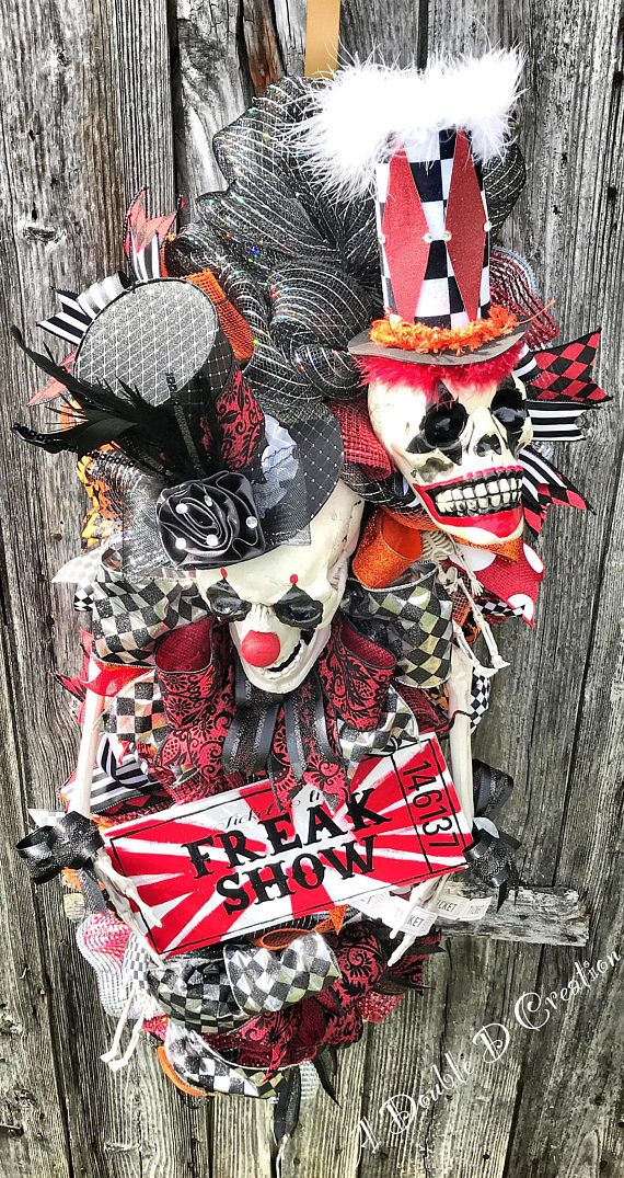 Freak Show Wreath, Freak Show Decor, Skull Wreath, Skull Decor, Freak Show Door Hanger, Skeleton Wreath, Circus Freaks, Circus Wreath ☠️Freak Show~Admit One☠️ Constructed on a 36 teardrop swag form with 21 poufs of premium deco mesh for the base then 10 ruffles are added to give