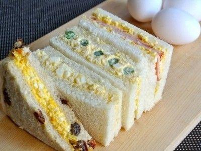 みんな大好きな卵サンドイッチ!ツナサンドと並ぶ大定番で、お弁当や朝食、ランチの人気者です。具材を少し工夫すれば、おいしいサンドイッチが簡単に作れちゃいます。アイデアレシピ、話題の「沼サンド」、低カロリーのそら豆サンド等の作り方を紹介します。