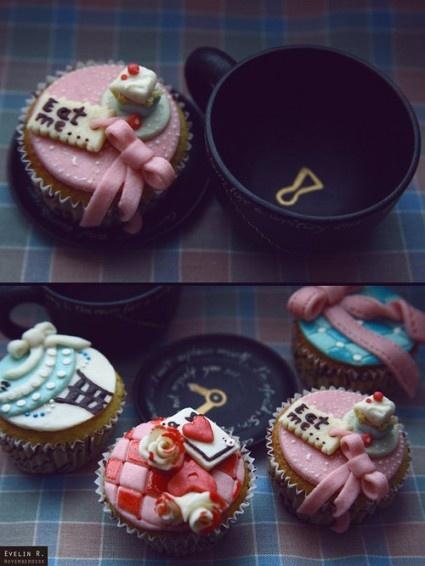 Und noch mehr Cupcakes. Ich mag die Idee mit dem Schlüsselloch in der Teetasse ♥   – wedding