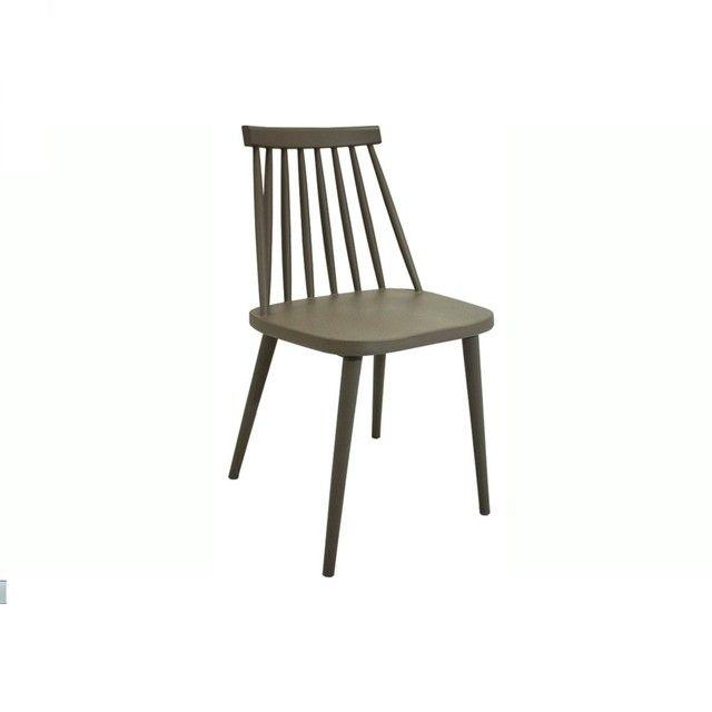 Silla Windsor Gris Material: Plástico Medidas: 40 (ancho) x 44 (prof) x 86 (h) cm. Altura asiento: 46 cm. Disponibilidad sujeta a stock.