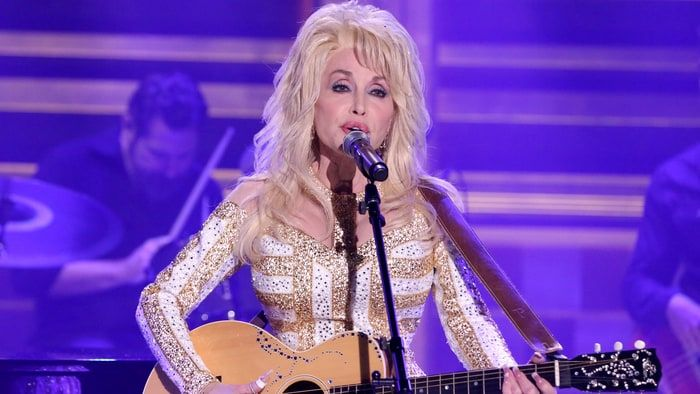 Dolly Parton to Play Prostitute in New Christmas Movie - Rolling Stone