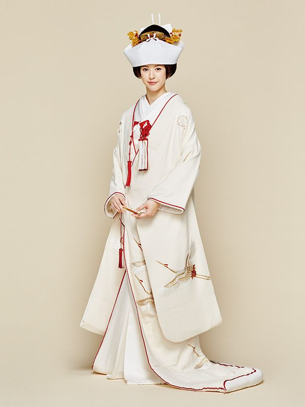 Shiromuku, Japanese wedding kimono / 白無垢と角隠し(キョウカネ ウエディング/ 「ちりめん鶴菊紋章」金糸で鶴刺繍 五つ紋