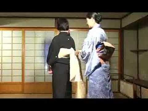 This video was shot in Summer 2007 when I was practicing to dress Kuro Tome-sode, the black formal Kimono for married women, to prepare for my Kimono consult...