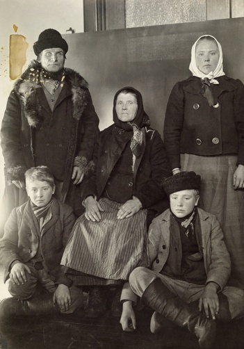 Finnish Family at Immigration Ellis Island New York photo by Frederick C Howe National Geographic 1917