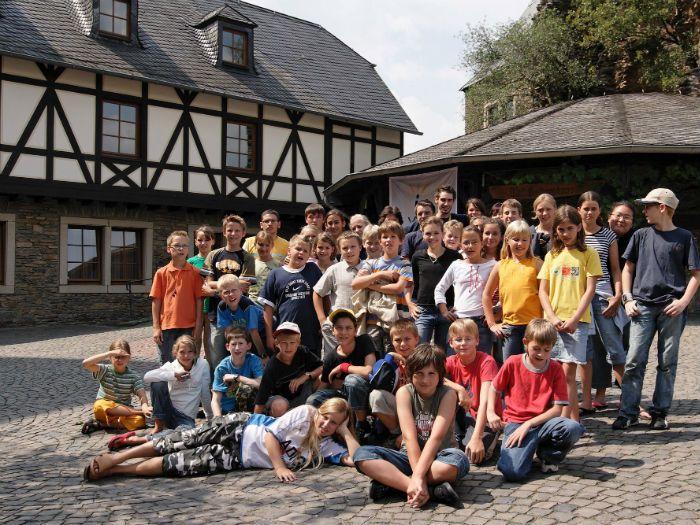 Tabara internationala de limba germana  sau de limba engleza la CASTEL MEDIEVAL este o tabara de grup cu insotitor in care juniorii  exprimenteaza viata intr-un castel medieval timp de 2 saptamani! Pentru detalii: 0736 913 866 office@mara-study.ro www.mara-study.ro