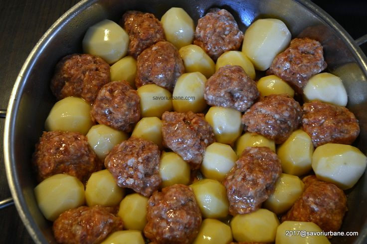 Chiftele cu cartofi in sos de smantana la cuptor (9)