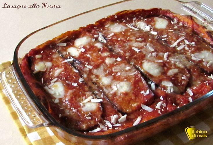 Lasagne alla norma con melanzane (ricetta gustosa). Ricetta facile per delle lasagne con melanzane vegetariane, senza besciamella e con ricotta salata