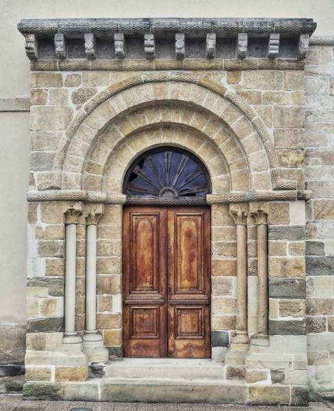 Villamayor, Concejo de Piloña, Asturias - Portada Románica de la iglesia de Santa María
