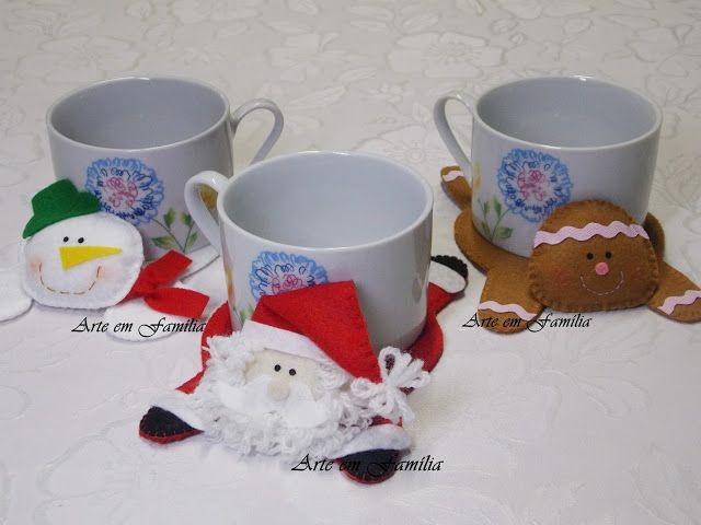 Tapetinhos para caneca natalinos confeccionados em feltro, em formato de papai noel, boneco de neve e biscoito ginger. Eles têm o corpo estruturado e a cabeça bem fofinha.