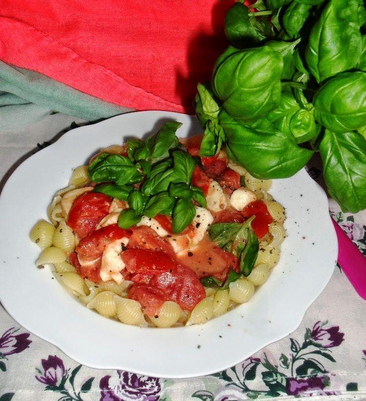 http://www.magicznezyciemarty.pl/2014/12/makaron-z-pomidorami-i-mozzarella.html