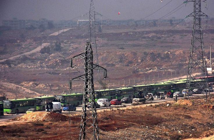 Am Freitagvormittag wurde die Rettungsaktion in der syrischen Stadt offenbar unterbrochen. Das staatliche syrische Fernsehen berichtet von Angriffen auf Busse.