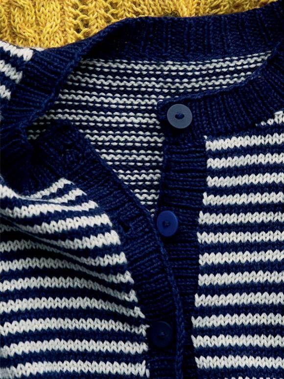 Smalle striber er en af modens helt store tendenser – og så er det supernemt at strikke selv.