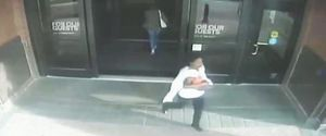 2 Crazy Kidnapping Videos Show the Unthinkable Can Happen Right in Front of Any Mom