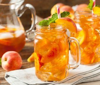 Zelf ice tea maken is makkelijk én weer eens wat anders dan een colaatje. Wij geven je een aantal tips voor de lekkerste, homemade ice tea.