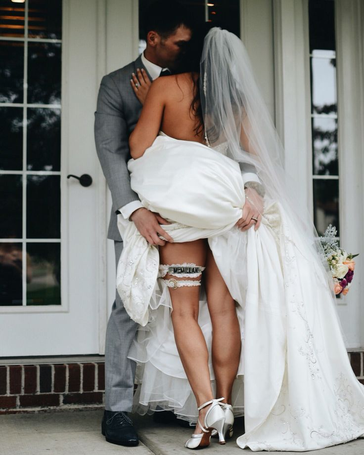 Wedding photo<3 Army name tag garter   Insta: @oilywisdom @kasepics @madshots