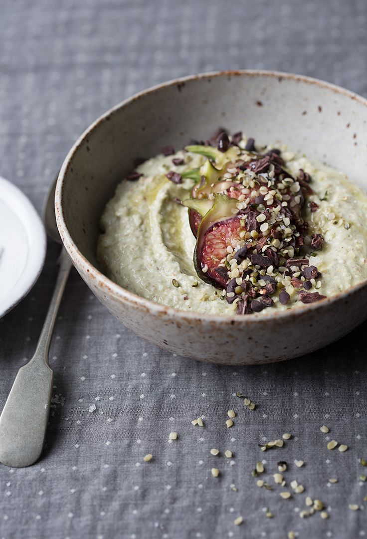 Raw sprouted buckwheat porridge with figs and cacao nibs | Sonja Dahlgren/Dagmar's Kitchen
